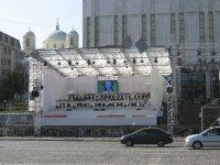 Для фестиваля СТУПЕНИ К НЕБУ, на Европейской площади построен грандиозный сценический комплекс