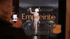 Париж, ночной бутик  Empreinte, девушка в нижнем белье привлекла невиданный интерес мировых СМИ